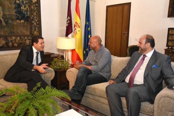 Reunión del Presidente Page con el secretario regional de Podemos