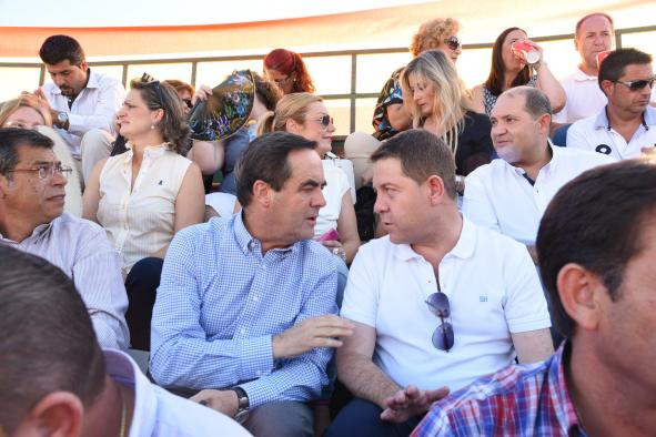 Emiliano García-Page en el festival taurino de Yuncler