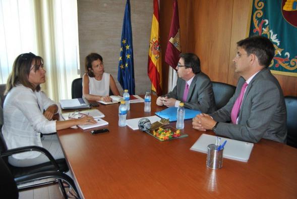 La consejera de Educación se reúne con el rector de la Universidad de Alcalá