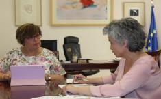 El Gobierno regional y la alcaldesa de Fernán Caballero abordan las necesidades del municipio centrados en educación, formación para jóvenes y empleo