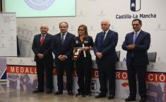 El consejero de Hacienda y Administraciones Públicas, Juan Alfonso Ruiz Molina, entrega las medallas y placas de Protección Civil de Castilla-La Mancha 2019