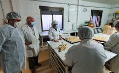 """El Gobierno regional subraya la """"excepcional"""" calidad del mazapán artesano de Los Navalmorales y anima al consumo de alimentos de la región estas Navidades"""