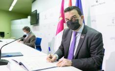 Francisco Martínez Arroyo firma un convenio de colaboración con la Asociación de Ganaderos de Raza Ovina Alcarreña (AGRAL)
