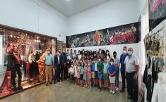 El Gobierno regional felicita al CRA `Villas del Tajo´ por el proyecto de aprendizaje `Conociendo nuestras raíces´, donde niños y niñas son los guías del museo de Valdeverdeja
