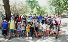 El viceconsejero de Medio Ambiente, Fernando Marchán, visita el campamento de verano 'Vive, conoce y cuida la Senda ecológica'